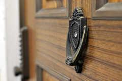 玄関ドアの様子。こちらはノック用です。(2010-07-06,周辺環境,ENTRANCE,3F)
