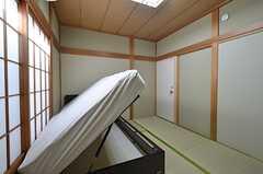 専有部の様子2。全室に収納付きのベッドがあります。(202号室)(2015-10-20,専有部,ROOM,2F)