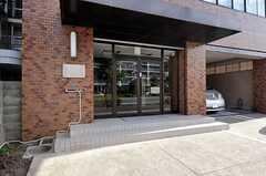 正面玄関の様子。(2012-08-13,共用部,OUTLOOK,1F)