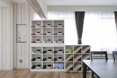 部屋ごとに用意された収納棚の様子。(2012-08-13,共用部,KITCHEN,5F)