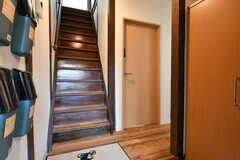 玄関から見た内部の様子。右手にリビングがあります。(2018-01-12,周辺環境,ENTRANCE,1F)