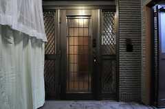 玄関ドアの様子。(2014-04-03,周辺環境,ENTRANCE,1F)