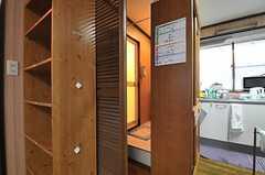 意外なところにシャワールームへの入り口があります。(2014-04-03,共用部,BATH,2F)