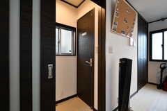 リビングの隣がトイレです。(2017-04-18,共用部,OTHER,2F)