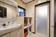 脱衣室の様子。洗面台も設置されています。(2017-04-18,共用部,BATH,1F)