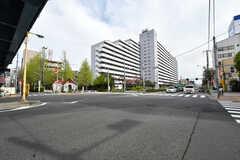 近くの交差点の様子。(2017-04-18,共用部,ENVIRONMENT,1F)