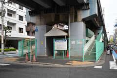 駅の近くには有料の駐輪場があります。(2017-04-18,共用部,ENVIRONMENT,1F)