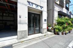 建物の入口。(2021-06-01,共用部,OUTLOOK,1F)