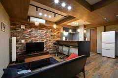 リビングの様子2。キッチンが併設されています。(2021-06-01,共用部,LIVINGROOM,2F)