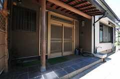 玄関ドアは引き戸です。(2013-09-03,周辺環境,ENTRANCE,1F)