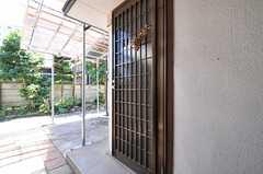 玄関ドアの様子。(2013-09-03,周辺環境,ENTRANCE,1F)