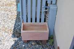 玄関横に水道があります。(2015-06-24,周辺環境,ENTRANCE,1F)
