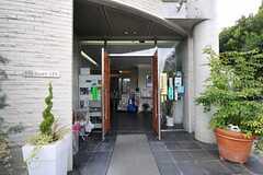 シェアハウスのエントランスの様子。(2011-08-26,周辺環境,ENTRANCE,1F)