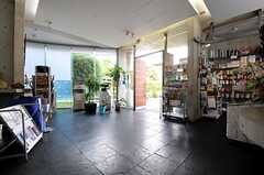 売店もあります。(2011-08-26,周辺環境,ENTRANCE,1F)