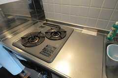 ガスコンロは2口です。(305号室)(2011-08-26,専有部,ROOM,3F)