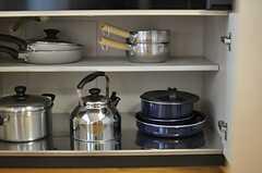 キッチン下の収納には、キッチンツールが並びます。(2014-06-11,共用部,KITCHEN,5F)