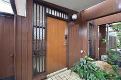 玄関ドアの様子。(2015-04-08,周辺環境,ENTRANCE,1F)