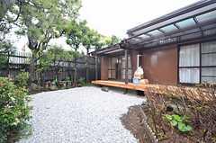 庭の様子2。縁側も良い雰囲気です。(2015-04-08,共用部,OTHER,1F)