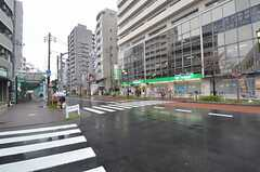 京王線・東府中駅南口にはスーパーもあります。(2015-04-08,共用部,ENVIRONMENT,1F)