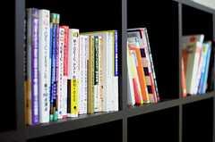 英語関係の書籍が並んでいます。(2014-11-04,共用部,OTHER,1F)