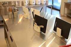 キッチン中央の作業台の様子。(2014-11-04,共用部,KITCHEN,1F)