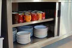 作業台下の収納には、食器類が収まっています。(2014-11-04,共用部,KITCHEN,1F)