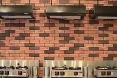 煉瓦造りの壁が良い味わいです。(2014-11-04,共用部,KITCHEN,1F)