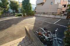 駐輪場の様子。(2014-11-04,共用部,GARAGE,1F)