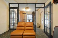 玄関から見た内部の様子2。(2015-04-03,周辺環境,ENTRANCE,1F)