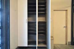 靴箱は部屋ごとに使えるスペースが決まっています。(2015-04-03,周辺環境,ENTRANCE,1F)