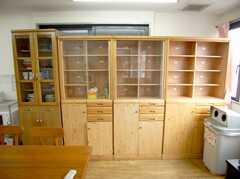 キッチン脇に用意された各入居者用のキッチン・ストッカー。(2007-04-21,共用部,KITCHEN,2F)