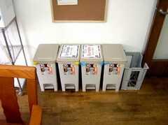 ゴミ箱の様子。(2007-04-21,共用部,OTHER,2F)