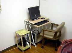 廊下に設置された共用PC。(2007-04-21,共用部,PC,2F)
