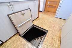 キッチンには床下収納が用意されています。(2017-02-14,共用部,KITCHEN,1F)