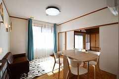 リビングの対面がコミュニケーションルームです。奥は茶室です。(2017-02-14,共用部,LIVINGROOM,1F)