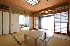 茶室の様子2。縁側の窓から庭へ出られます。(2017-02-14,共用部,LIVINGROOM,1F)