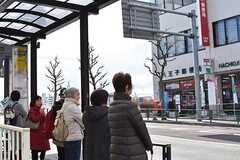 各線・八王子駅行きのバス停の様子。(2017-02-14,共用部,ENVIRONMENT,1F)