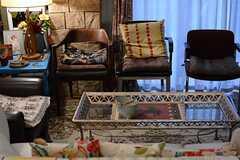 さまざまなタイプのソファが並んでいます。(2015-03-09,共用部,LIVINGROOM,1F)