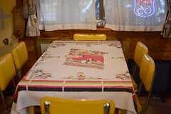 ダイニングテーブルは6人がけ。(2015-03-09,共用部,LIVINGROOM,1F)