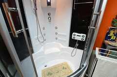 こちらのシャワールームはまずオーナーだけが試して使い、使用感に問題がなければ、のちほど共用で利用することになるそうです。(2015-03-09,共用部,BATH,1F)