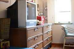 家具や家電、インテリアは備え付けです。(201号室)(2015-03-09,専有部,ROOM,2F)