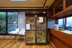 共用の冷蔵庫の様子。お弁当もこちらに保管されています。(2019-09-11,共用部,KITCHEN,1F)