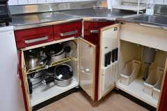 キッチン下の収納には鍋類が収納されています。(2020-04-01,共用部,KITCHEN,3F)