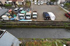窓からの景色。川に面して建っています。(207号室)(2020-04-01,専有部,ROOM,2F)