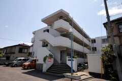 マンションの外観。一部専有部がシェアハウスです。(2010-05-13,共用部,OUTLOOK,1F)