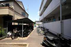自転車置場の様子。 (2010-05-13,共用部,GARAGE,1F)