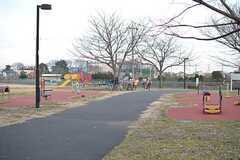 都立六仙公園の様子2。子どもが遊べる遊具もあります。(2016-02-09,共用部,ENVIRONMENT,1F)