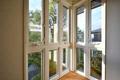 窓の目の前はシンボルツリー。(105号室)(2017-11-14,専有部,ROOM,2F)