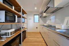 リビングの向かいがキッチンです。(2017-03-09,共用部,KITCHEN,1F)