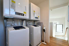 洗濯機と乾燥機の様子。(2017-03-09,共用部,LAUNDRY,2F)